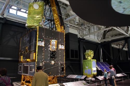 通信放送技術衛星「かけはし」耐熱試験モデル+光衛星間通信実験衛星「きらり」実物大模型
