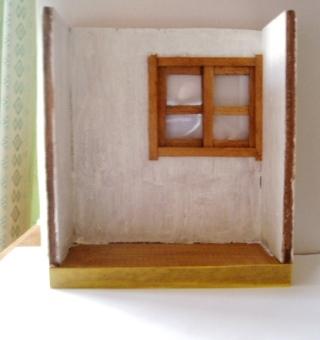窓ガラス(プラ板)をはめ込む