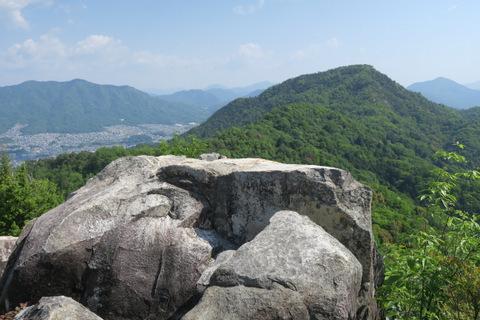 04_石山