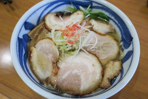こちら安佐南区ラブゴルフ前 塩拉麺屋(あご塩拉麺)