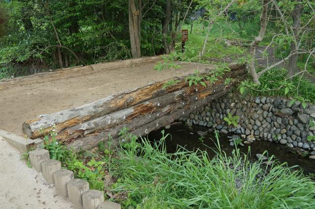 矢川にかかる橋