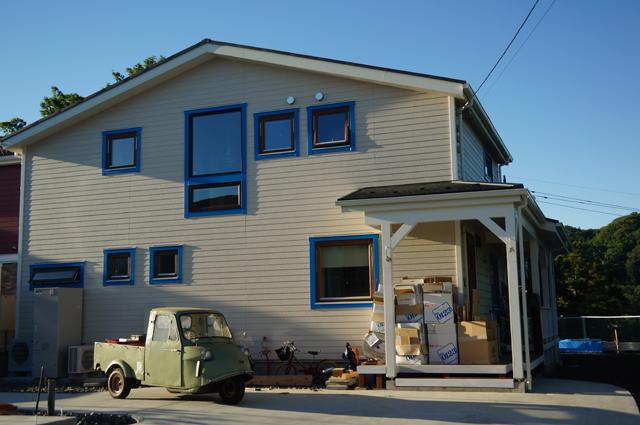 新築の家とミゼット