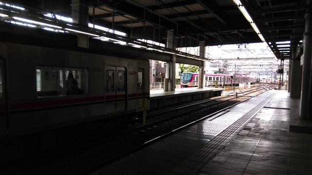 高幡不動駅構内にて