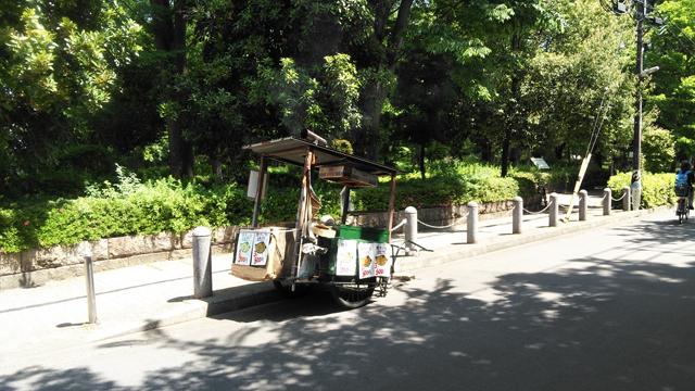 諏訪公園に出ていた、焼芋屋台