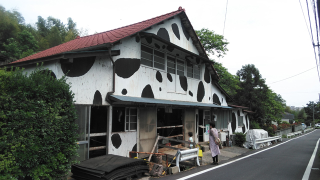 百草ファームの牛舎