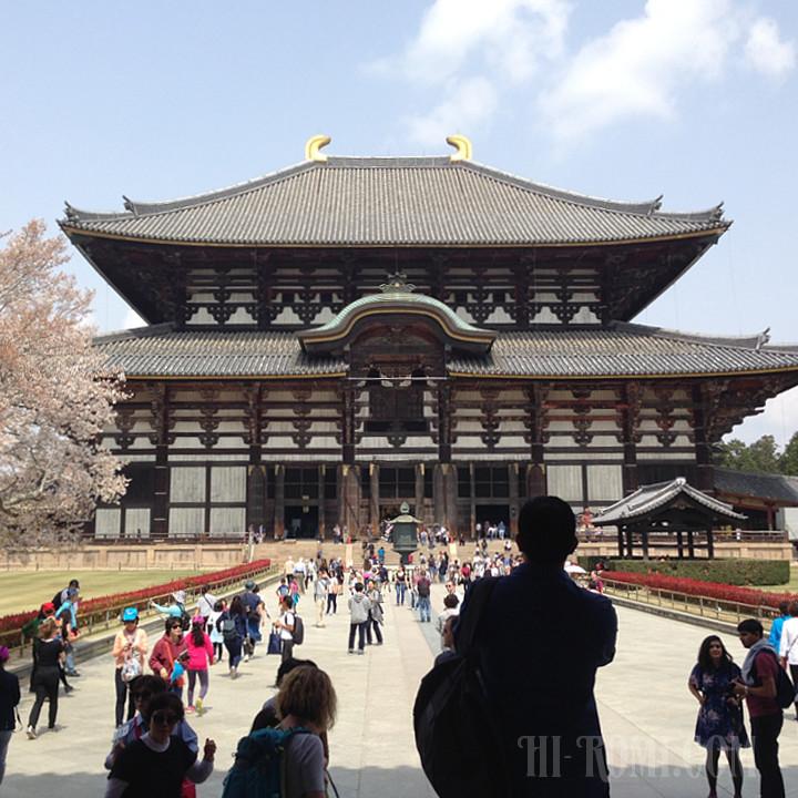 春の東大寺大仏殿