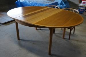 ヴェグナー長テーブル
