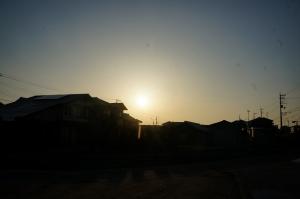逆光の朝日