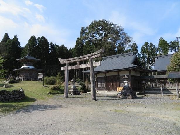 邇々杵神社 境内