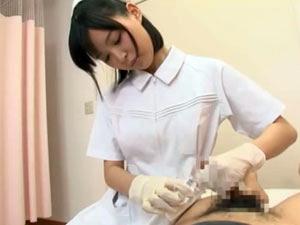 精子バンクの精子提供者にゴム手袋コキで精液を採取する美人ナース
