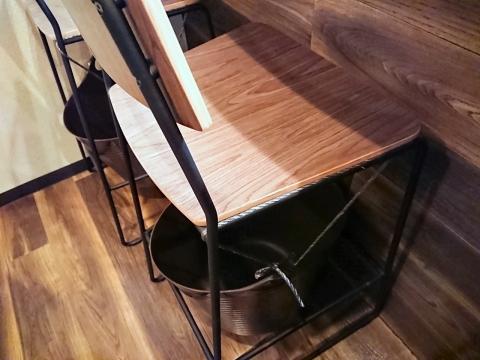 カウンター椅子@うろこ屋