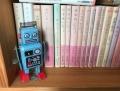 本棚とおもちゃ 2
