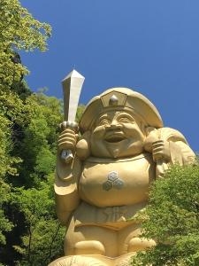 妙義山と剣を持つ大黒天1