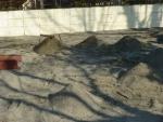 掻き集めた砂山
