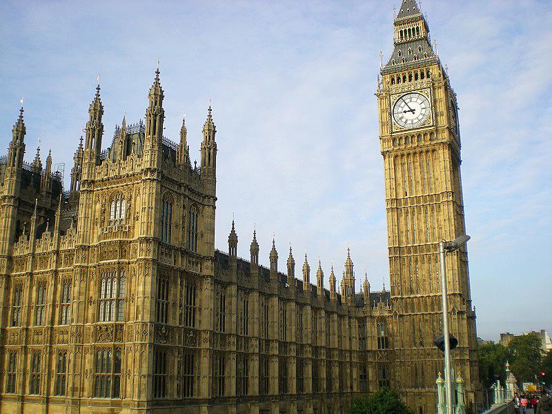 「キーン・コーン・カーン・コーン」の学校のチャイムは、ロンドンのビッグ・ベンの鐘の音と同じ?