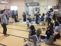 いつも楽しい中村先生の読み聞かせとゲーム