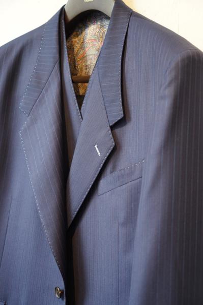 ローゴージスーツ