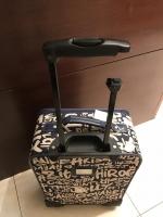 壊れたスーツケース180409