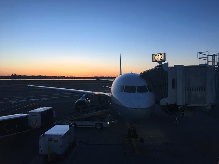 早朝飛行機
