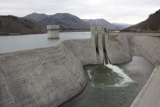 取水塔と洪水吐