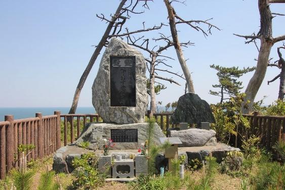 へりおす乗員の慰霊碑