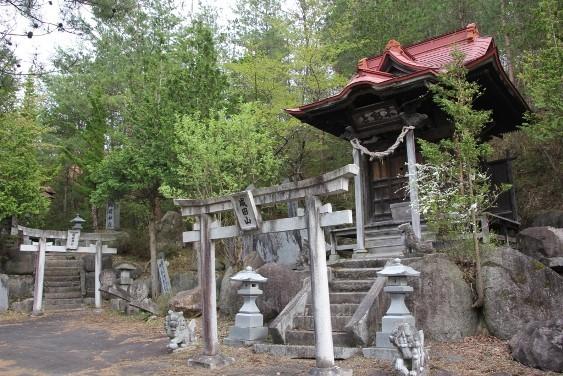 成田山の祠と稲荷神社
