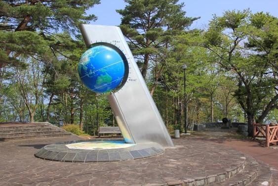 北緯40度のシンボル塔