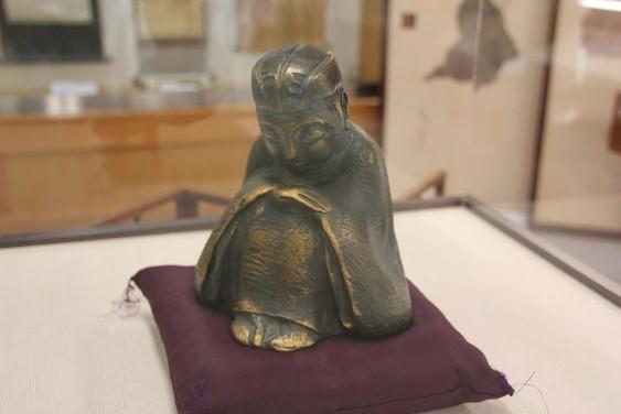 芭蕉のブロンズ像