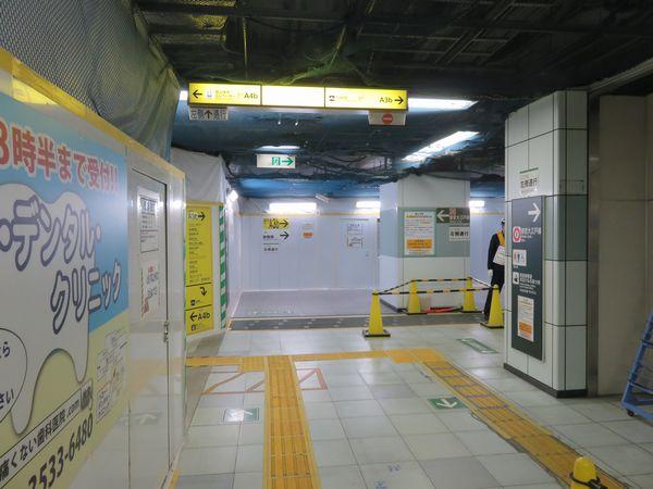 同じ場所の2018年2月18日の様子。コンコースがじゃ間奥に拡張され、A3b出入口へ通じる通路が接続された。今後はさらに奥へコンコースを拡張し、北側の改札口と接続される。