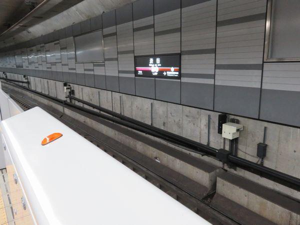 掘削工事が近接する副都心線渋谷駅にはトンネルの変形を観測するセンサーが取り付けられている。