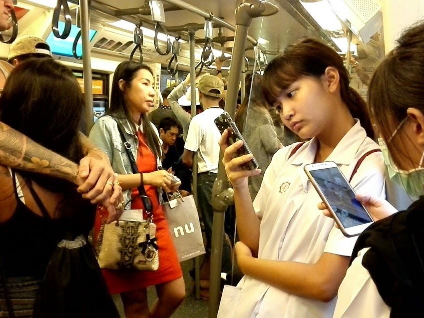 タイの街角で見かけた美人を紹介する