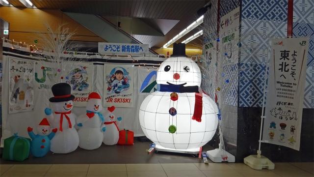 2新青森駅の雪だるま飾り