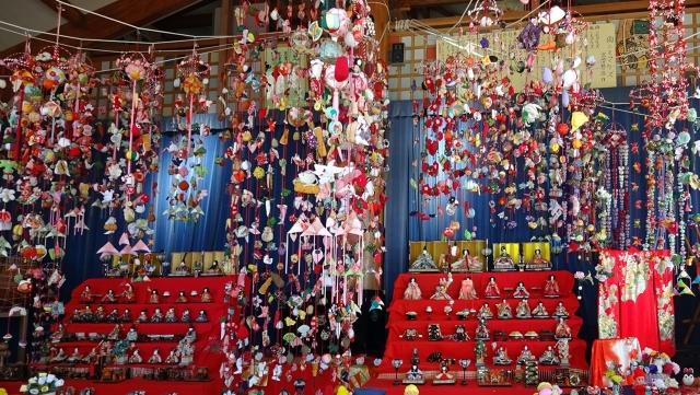 9子どもの館の吊るし雛飾り