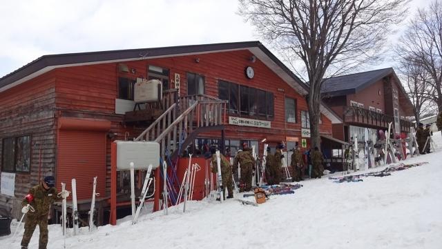 1陸上自衛隊のスキー演習昼休み