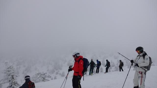 5八甲田温泉コースの大斜面の上に立つ