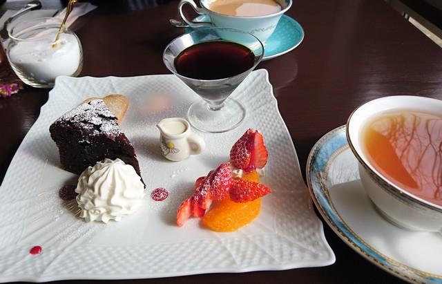 sティールーム風でケーキセットと新茶の紅茶