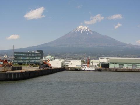 田子の浦港と富士山
