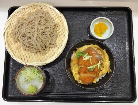 カツ丼セット 712円