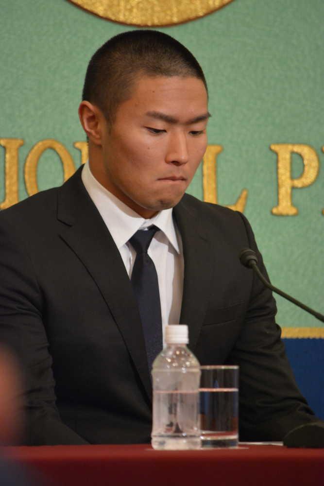 【悲報】日大広報部「『QBを1プレー目で潰せ』は、日本大学では『思い切って当たれ』という意味です」