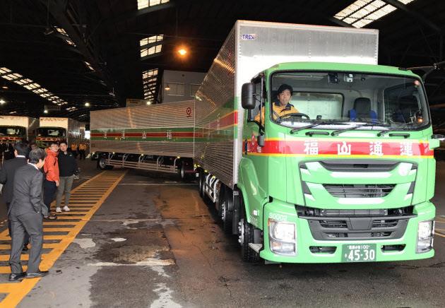 運送業界「クッソ運転手が足りへん…せや、トラック長くしたろ!」