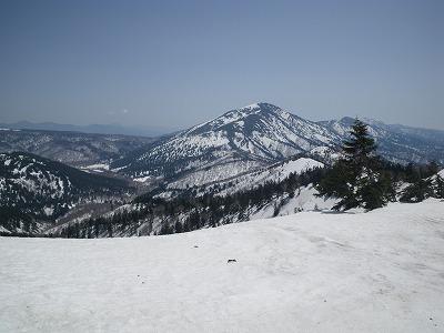 テン場からの至仏山