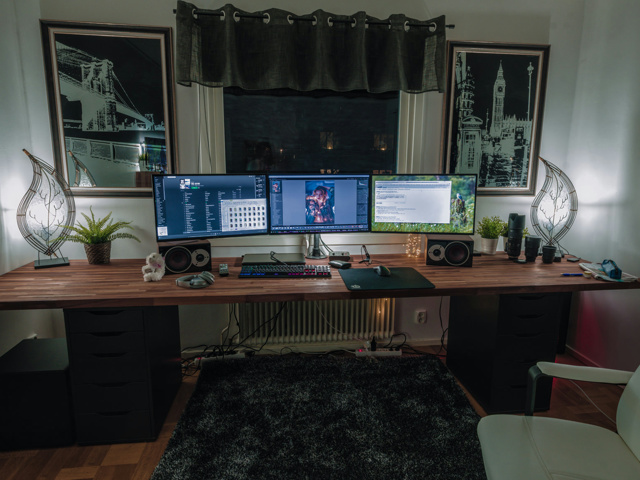PC_Desk_MultiDisplay115_01.jpg