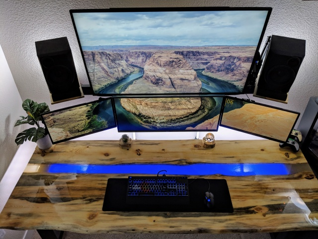 PC_Desk_MultiDisplay116_01.jpg