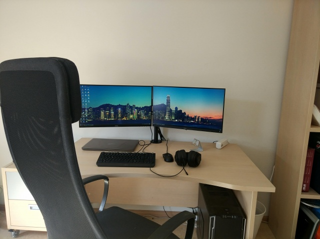 PC_Desk_MultiDisplay116_64.jpg