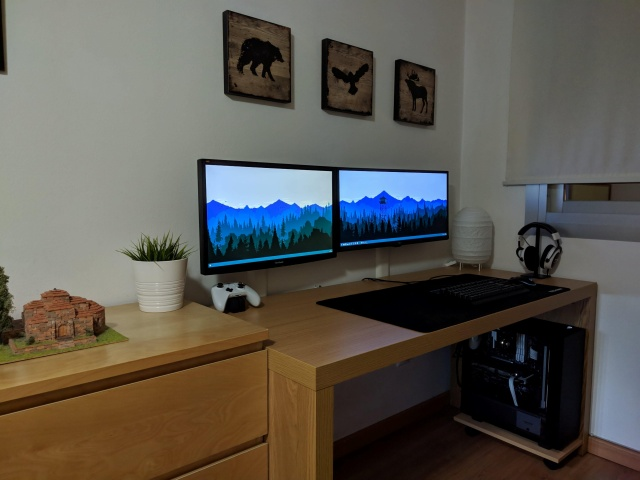 PC_Desk_MultiDisplay116_70.jpg