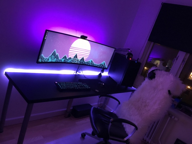 PC_Desk_UltlaWideMonitor29_100.jpg