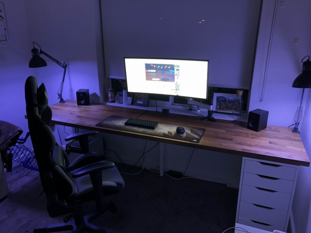 PC_Desk_UltlaWideMonitor29_11.jpg
