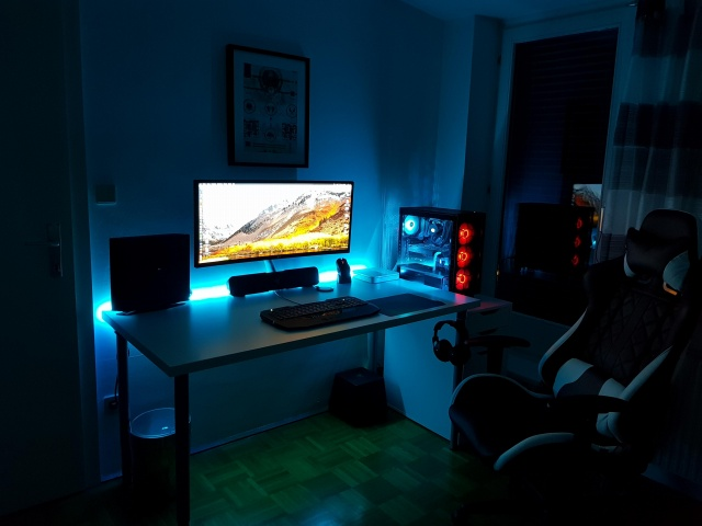 PC_Desk_UltlaWideMonitor29_15.jpg