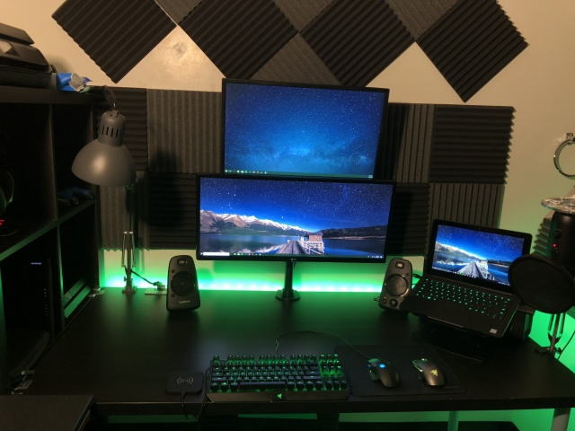 PC_Desk_UltlaWideMonitor29_16.jpg