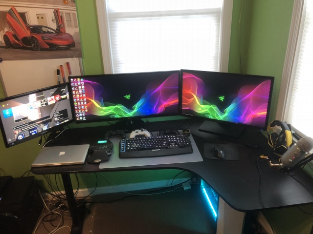 PC_Desk_UltlaWideMonitor29_19.jpg